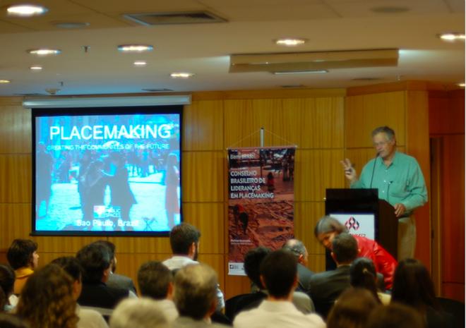 Fred Kent, presidente da Project for Public Spaces, no lançamento do Conselho Brasileiro de Lideranças em Placemaking, em São Paulo. Imagem: Alex Birmann.